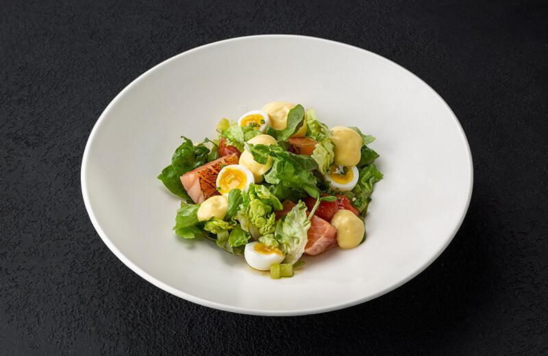 Заказать салат с лососем и жареными томатами