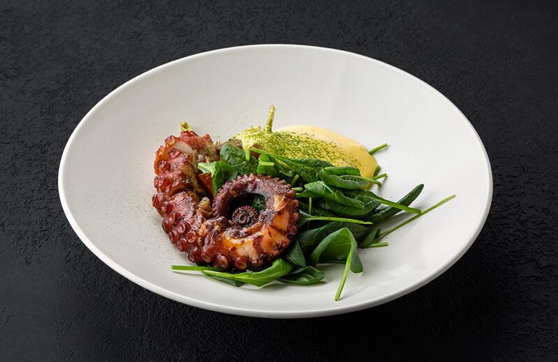 Доставка на дом салат с осьминогом и печёным перцем