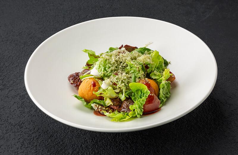Заказ салат с куриной печенью, маринованным виноградом и жареным сулугуни