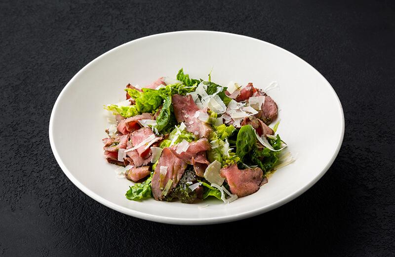 Заказ салат с ростбифом, мини-романо и соусом из петрушки
