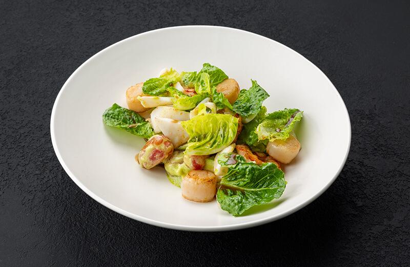 Заказать салат с морепродуктами, томатами и авокадо в сливочном соусе