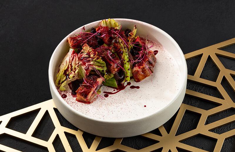 Доставка на дом салат с угрём и запечённой свёклой